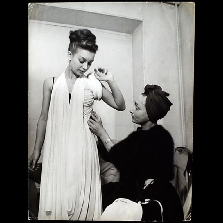 Madame-Grès-draping-a-dress-c.-1945-Photo-Credit-credit-unknown